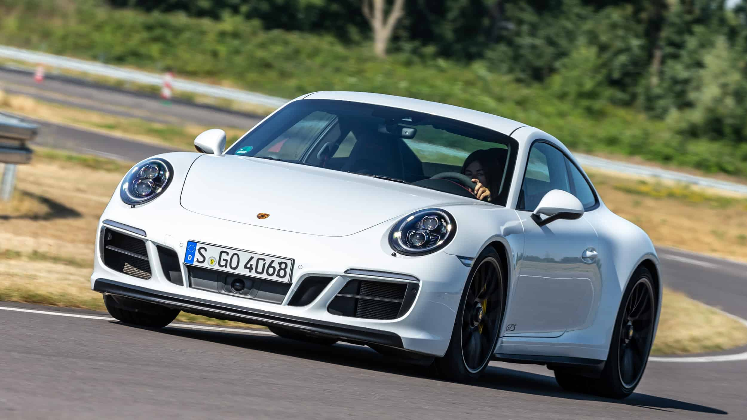 Porsche 911: one problem for every two Porsches in the first 90 days.