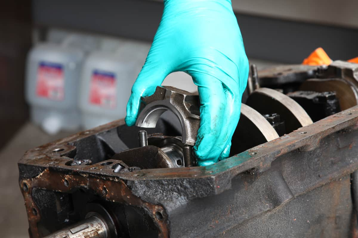 Removing-MGB-connecting-rod-bearing-cap